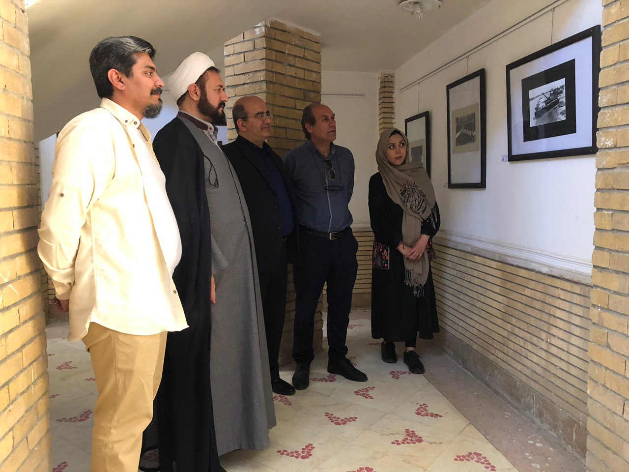 رنگ و بوی سوم خرداد در نمایشگاهعکاسی دنیای سیاه سفید فایزه لاجوردی