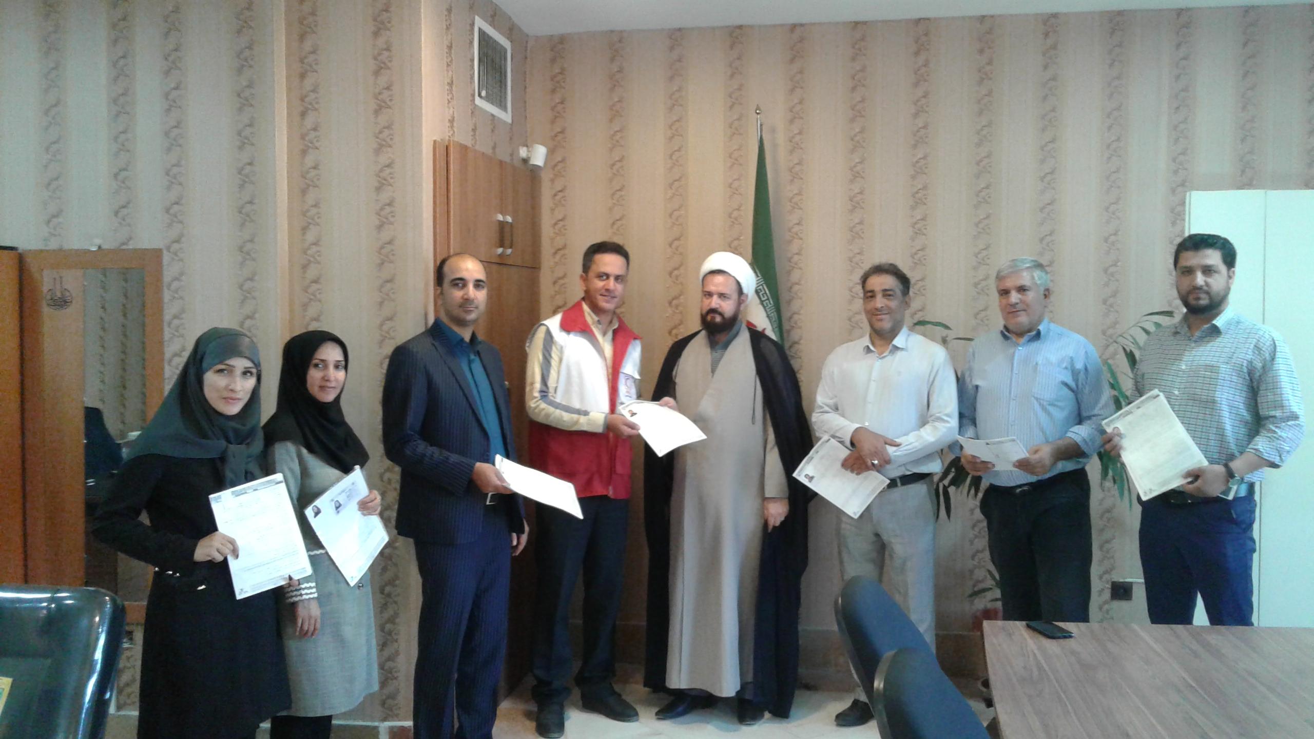 عضویت افتخاری رئیس وکارکنان اداره فرهنگ وارشاد اسلامی شهرستان فردیس در جمعیت هلال احمر